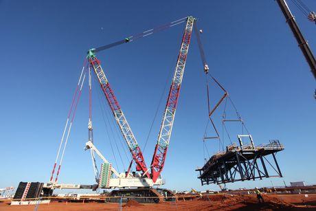 Kennards hire lift shift 300t spreaderbeam 3 the lifting company tlc april 2015
