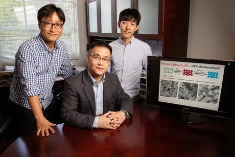 Catalyst helps split water molecules for hydrogen fuel