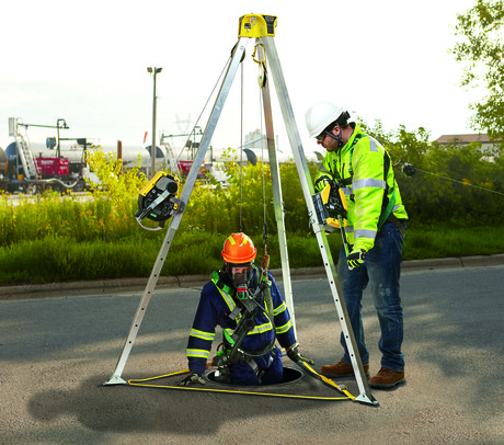 Workman tripod use confined space entry 01