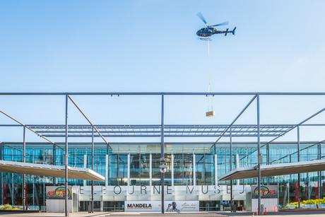 Stewiedonn lr museumsvictoria epc stage2 heli lift 217