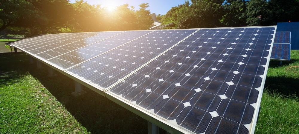 Why does selenium increase solar panel efficiency?