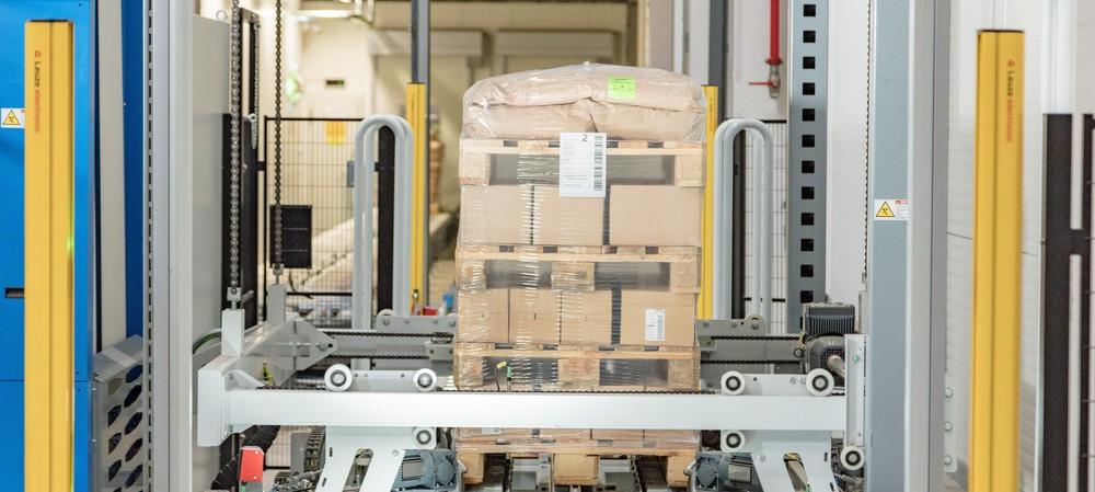 Packaging system protects palletised organic products