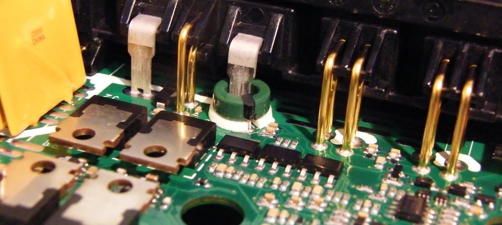 Current sensing in brushless motor drives: shunt vs current sensors