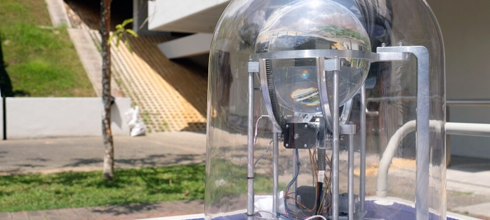Smart solar harvester inspired by a magnifying glass