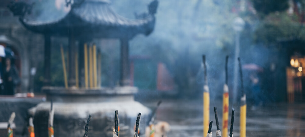 Some incense-burning temples don't meet air quality standards